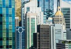 Opini?n de la fachada del edificio de la alta densidad del ?rea de base de la ciudad imagen de archivo
