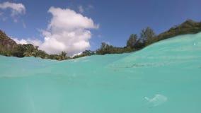 Opinión de la fractura de la playa de Anse Georgette almacen de video