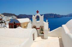 Opinión de la iglesia de la isla de Santorini Fotos de archivo