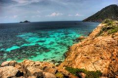 Opinión de la isla el mar Foto de archivo