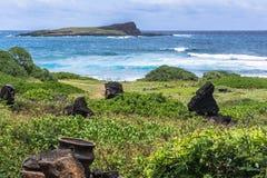 Opinión de la isla de Kaohikaipu de la bahía de Kaupo, Oahu, Hawaii fotografía de archivo