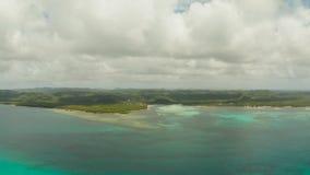 Opinión de la isla de Siargao del mar, Filipinas almacen de video