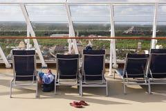 Opinión de la línea de cruceros sobre la cubierta superior Imágenes de archivo libres de regalías