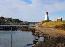 Opinión de la línea de la playa, faro de Mulholland, NOTA, Canadá Imagenes de archivo