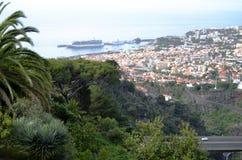 Opinión de la ladera de Madeira y tops dramáticos de Red Roof Imagen de archivo