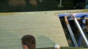 Opinión de la máquina de la producción del panel de bocadillo desde arriba metrajes