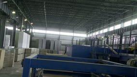 Opinión de la máquina de la producción del panel de bocadillo desde arriba almacen de metraje de vídeo