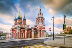 Opinión de la mañana de la calle Varvarka, St George Church Imagen de archivo