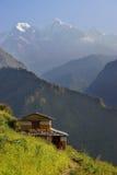 Opinión de la mañana de la casa tradicional del nepali en la región de Annapurna Fotografía de archivo