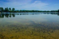 Opinión de la mañana del lago Imágenes de archivo libres de regalías