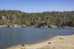 Opinión de la mañana del lago hermoso big bear Imagenes de archivo