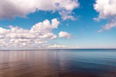 Opinión de la mañana del mar en verano Imagen de archivo libre de regalías