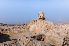 Opinión de la mañana de la excavación de las ruinas de la fortaleza de Masada, construida en 25 A.C. por rey Herod encima de una  fotos de archivo libres de regalías