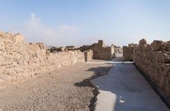 Opinión de la mañana de la excavación de las ruinas de la fortaleza de Masada, construida en 25 A.C. por rey Herod encima de una  imagenes de archivo
