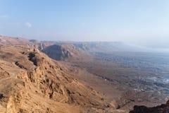 Opinión de la mañana de la fortaleza arruinada de Masada al desierto de Judean en Israel fotografía de archivo