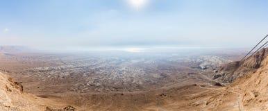 Opinión de la mañana de la fortaleza arruinada de Masada al desierto de Judean en Israel imágenes de archivo libres de regalías