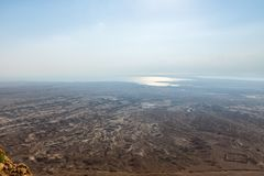 Opinión de la mañana de la fortaleza arruinada de Masada al desierto de Judean en Israel foto de archivo libre de regalías