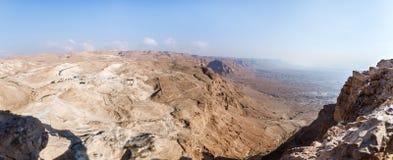 Opinión de la mañana de la fortaleza arruinada de Masada al desierto de Judean en Israel foto de archivo