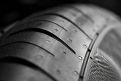 Opinión de la macro del neumático auto Fotos de archivo
