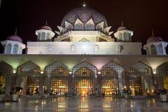 Opinión de la mezquita durante en noche Imagen de archivo