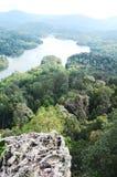 Opinión de la montaña y del lago Imagenes de archivo