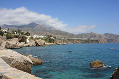 Opinión de la montaña y del mar (Nerja, España) Fotos de archivo libres de regalías