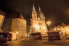 Opinión de la Navidad de la noche de la catedral de Zagreb fotografía de archivo libre de regalías