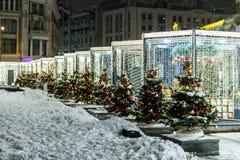 Opinión de la noche de la calle en los días de fiesta del Año Nuevo Fotos de archivo libres de regalías