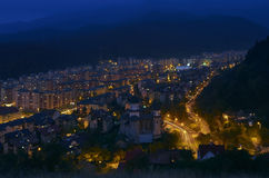 Opinión de la noche de Brasov Fotos de archivo