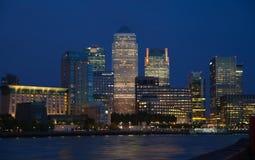 Opinión de la noche de Canary Wharf Fotos de archivo libres de regalías