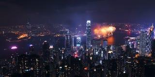 Opinión de la noche de Hong-Kong con el fuego artificial Imagen de archivo libre de regalías