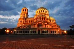 Opinión de la noche de la catedral de A.Nevski en Sofía, Bulgaria Fotos de archivo