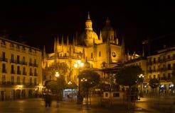 Opinión de la noche de la catedral de Segovia Fotos de archivo libres de regalías