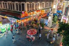 Opinión de la noche de la ciudad de China en Singapur imágenes de archivo libres de regalías