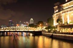 Opinión de la noche de la ciudad de Singapur Imágenes de archivo libres de regalías