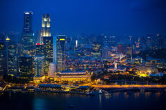 Opinión de la noche de la ciudad de Singapur Imagen de archivo