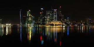 Opinión de la noche de la ciudad de Singapur Imagen de archivo libre de regalías
