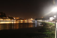 Opinión de la noche de la ciudad Oporto - Portugal Fotos de archivo