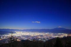 Opinión de la noche de la ciudad y del monte Fuji de Kofu imágenes de archivo libres de regalías
