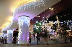 Opinión de la noche de la decoración de la Navidad en el camino de la huerta de Singapur Imagen de archivo libre de regalías