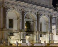 Opinión de la noche de la fuente de Acqua Paola, Roma, Italia Foto de archivo