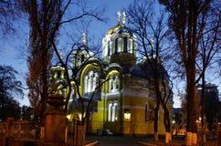 Opinión de la noche de la iglesia ortodoxa Foto de archivo libre de regalías