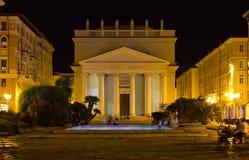 Opinión de la noche de la plaza Sant Antonio en Trieste Foto de archivo libre de regalías
