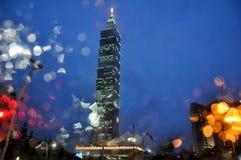 Opinión de la noche de la torre de Taipei 101 Fotos de archivo libres de regalías