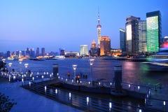 Opinión de la noche de los paisajes urbanos de Shangai Fotografía de archivo libre de regalías