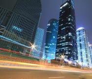 Opinión de la noche de los paisajes urbanos de Shangai Imagenes de archivo
