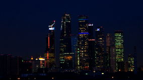 Opinión de la noche de los rascacielos de Moscú Timelapse almacen de video