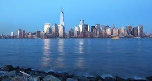 Opinión de la noche de Manhattan Foto de archivo libre de regalías