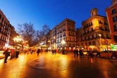 Opinión de la noche de Rambla en Barcelona fotografía de archivo