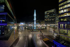 Opinión de la noche de Sergels Torg en Estocolmo, Suecia fotografía de archivo